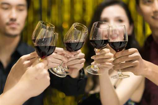 新年应酬聚会餐桌饮食需要注意这些