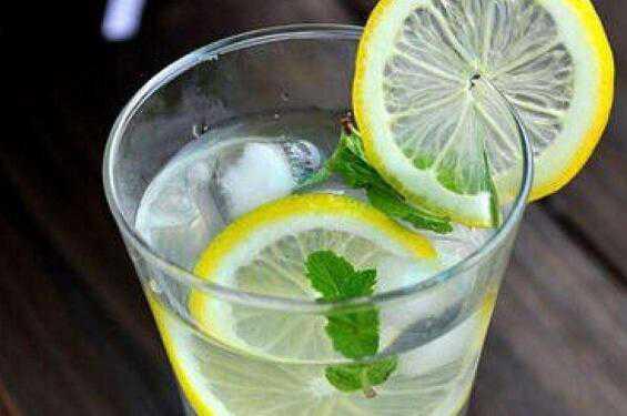 新鲜柠檬怎么泡水好喝 鲜柠檬泡水的正确方法