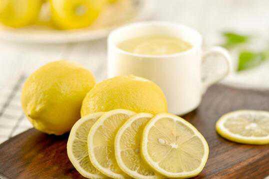 柠檬片泡水的功效 柠檬片怎么泡水