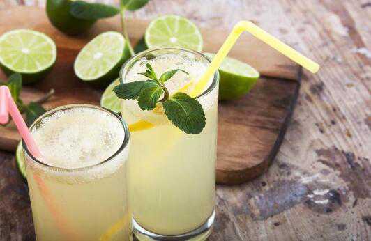 柠檬水的功效与作 柠檬水的禁忌有哪些