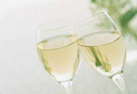 白葡萄酒怎么喝 白葡萄酒的功效与作用