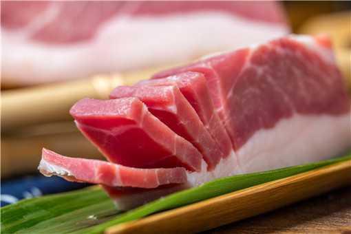 猪肉降价市民反季灌装香肠