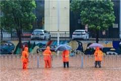 新乡2小时降雨量超过郑州!雨量具体有多大?哪里被淹?看详情!